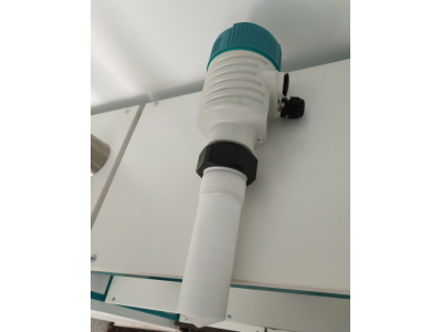 Radar level meter with PTFE sensor