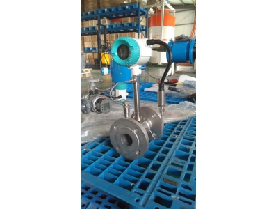 High temperature vortex flow meter